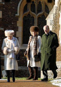 Queen Elizabeth II Photos Photos - The Royals at Christmas - Zimbio