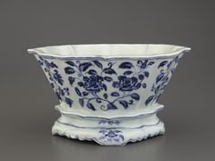 Blue-and-White Jardiniere, early 15th century, Ming dynasty (1368 – 1644)