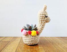 llama planter crochet pattern #crochetpattern #plantercrochetpattern #lalamaplanter