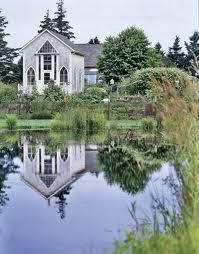 I love reflection pictures like this, wish it was bigger!