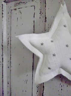 Twinkle twinkle little star. Stars On 45, Sky Full Of Stars, Reaching For The Stars, Look At The Stars, Love Stars, Star Cloud, Diy Craft Projects, Crafts, Counting Stars