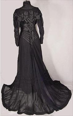 c. 1904 Black Etamine Fancy Trained Reception Gown appliqued in Taffetas