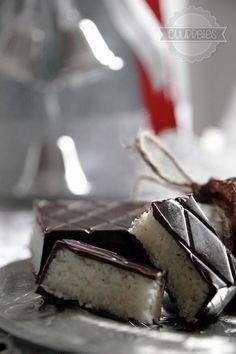 TURRÓN DE COCO | Cocina Feta, Food And Drink, Coconut, Cheese, Candy, Cookies, Sweet, Desserts, Ideas Para