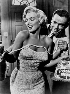 The Mystery of Marilyn Monroe's Plastic Surgery: Daily Beauty Reporter : It's no secret that Marilyn Monroe had surgical tweaks to perfect her beauty, though many of her fans don't want to believe it. Yesterday, there was news that may finally help to convince them: X-rays of the star's skull and...