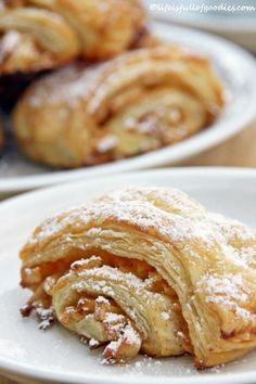 Apfel-Franzbrötchen aus Blätterteig (1) From: Life Is Full Of Goodies, please visit