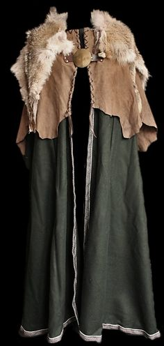 Green wool cloak with wolf skin