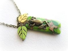 Green jasper frog and leaves pendant necklace by MalinaCapricciosa
