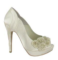 Zapato de novia en satín con flores de Menbur (ref. 5678) Satin with flowers bridal shoes by Menbur (ref. 5678)