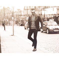 Casual Look in biker leather jacket