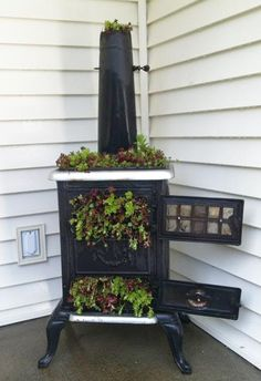Recycling Old Stoves for Metal Planters to Save Money on Outdoor Decorations - My creative garden decor list Outdoor Garden Decor, Outdoor Gardens, Outdoor Decorations, Garden Decorations, Garden Seating, Garden Table, Metal Planters, Diy Planters, Outdoor Planters