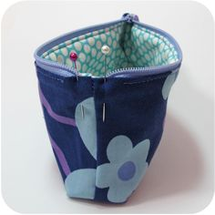 How to Make a Zip Pouch without Dented Corners - {Michelle Patterns} Pouch Pattern, Purse Patterns, Sewing Patterns, Zipper Pouch Tutorial, Purse Tutorial, Diy Mode, Fabric Bags, Fabric Basket, Pouch Bag