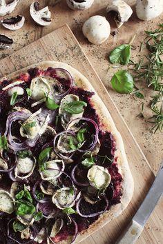 Potluck by one: Punajuuripestopizza #punajuuri #kruoka