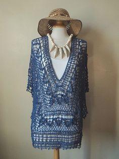 Bonjour! Alors ce matin je viens vous présenter une jolie tunique que j'ai pris énormément de plaisir à crocheter! Tunique Bleu du Sud C'est un joli modèle de tunique à porter en été, sur un jean a...