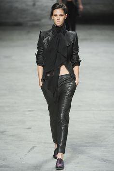 Haider Ackermann Spring 2012 Ready-to-Wear Fashion Show - Ruby Aldridge