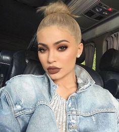 Kylie Jenner - Brown Smokey Eye