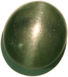 Bowenite (Serpentine) cat's eye from India 41.65ct / Bowenite oeil de chat indienne 41,65ct - http://www.gems-plus.com