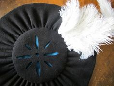 The huge kampfrau hat - 19 by learningtofly_katafalk, via Flickr I have just decided I need one of these.