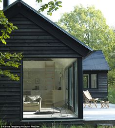The Vinkelhuset Line is a modular prefab by Møn Huset. Tagged: Exterior, Cabin Building Type, and Prefab Building Type. Photo 3 of 14 in 13 Modern Prefab Cabins You Can Buy Right Now Black Exterior, Exterior Design, Exterior Paint, Modern Exterior, Bungalow Exterior, Exterior Houses, Exterior Shutters, Exterior Cladding, Cottage Exterior