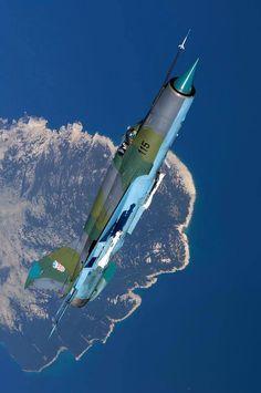 Croatian MiG-21 steep climb