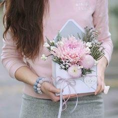 No automatic alt text available. Fall Flowers, Diy Flowers, Fabric Flowers, Paper Flowers, Bouquet Flowers, Flower Box Gift, Flower Boxes, Paper Bag Crafts, Dried Flower Arrangements