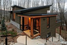 Ski-in ski-out condo, house and lot - Côte Est Bromont Immobilier Tiny House Design, Modern House Design, Casas Containers, Cabin Homes, Cabins In The Woods, House Colors, Exterior Design, Modern Exterior, Future House