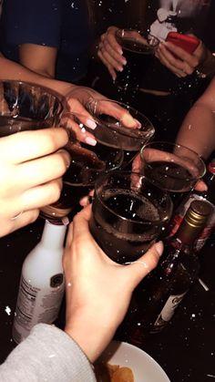 Badass Aesthetic, Night Aesthetic, Beige Aesthetic, Bad Girl Aesthetic, Drunk Pictures, Party Pictures, Drunk Party Girls, Drunk Games, Video Clip