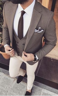 Pin by roberto marrero on moda masculina in 2019 Mens Casual Suits, Classy Suits, Mens Suits, Tailored Suits, Blazer Outfits Men, Mens Fashion Blazer, Suit Fashion, Fashion Tips, Made To Measure Shirts