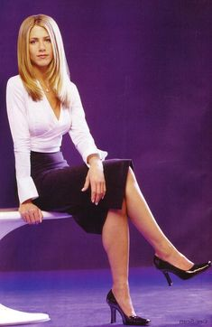 Everything About Black Women Jennifer Aniston Legs, Jennifer Aniston Pictures, Beautiful Celebrities, Beautiful Women, Jeniffer Aniston, John Aniston, Hottest Photos, Sexy Legs, Black Women