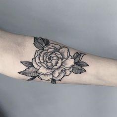 Done by @oliwia_daszkiewicz #whichinkilike #linework #blackwork #blackandwhite #tattoo #tattoogallery #blackwork #blacktattoo…