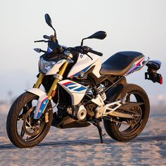 BMW R model power, mileage, safety and colors at SAGMart. Ktm 125 Duke, Bike Prices, Bike Quotes, R Wallpaper, Motorcycle Wheels, Bmw Motorcycles, Sport Bikes, Cool Bikes, Motorbikes