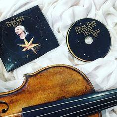 Christmas spirit is here! Beautiful Polish christmas songs and carols are with me... I was an orchestra member when this CD was recording. Big pleasure to be on the same stage with such a wonderful singer - Magda Umer!  __________________________  Dzisiaj u nas o świąteczny klimat dba piękna muzyka.  Mam już w rękach płytę na której zachwycają kolędy i pastorałki w wykonaniu Magdy Umer i... trochę moim  Jako uczestniczka zeszłorocznej edycji Akademii Orkiestrowej miałam możliwość wystąpienia…