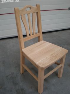 Masivní dubové židle v surovém stavu - Sbazar. Wooden Sofa Set Designs, Chair Design Wooden, Wooden Chair Plans, Wooden Dining Chairs, Modern Wood Chair, Modern Armchair, Furniture Projects, Diy Furniture, Wooden Pallet Furniture