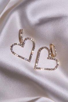 Sapphire Stud Earrings - Baguette Cut Genuine Sapphire Stud Earrings in Gold set in Prongs - Simple Dainty Sapphire Stud Earrings - Fine Jewelry Ideas Ear Jewelry, Cute Jewelry, Jewelry Accessories, Jewelry Design, Jewlery, Stylish Jewelry, Luxury Jewelry, Fashion Jewelry, Stylish Clothes