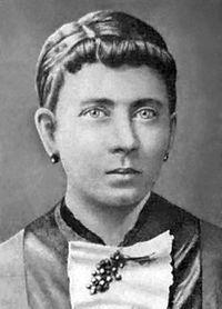 Klara Hitler – uma rapariga razoavelmente grande, quase tão alta como o seu marido (Alois), com cabelos castanhos escuros e feições planas