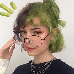 Short Green Hair, Short Dyed Hair, Half Dyed Hair, Short Hair With Bangs, Girl Short Hair, Short Hair Styles, Hair Dye Colors, Cool Hair Color, Cut My Hair