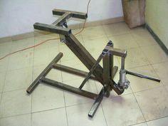 Offset hydraulic jack fabricated using a bottle jack Welding Cart, Welding Shop, Diy Welding, Welding Table, Metal Projects, Welding Projects, Metal Crafts, Metal Working Tools, Metal Tools