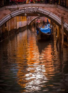 Gondola in Venice, Italy. Venice has so much charm, history and such a romantic place to visit. Pictures Of Venice, Places To Travel, Places To Visit, Italy Art, Regions Of Italy, Dream Vacations, Landscape Paintings, Beautiful Places, Scenery