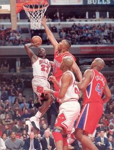 """Michael Jordan puts the air breaks on the Sixers Clarence """"Baby Barkley"""" Weatherspoon in Chicago. Mike Jordan, Michael Jordan Basketball, Basketball Pictures, Sports Pictures, Nba Players, Basketball Players, Bulls Basketball, Chicago Bulls, Michael Jordan Highlights"""