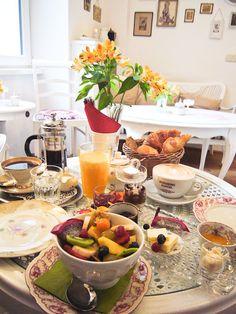 カフェでの朝食 / breakfast at cafe **from Cologne, Germany**
