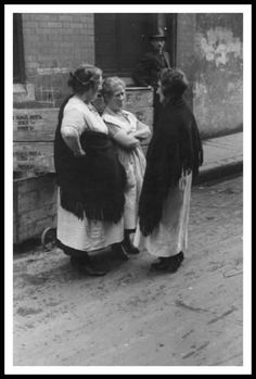I love this photograph. Wonder who they were pulling apart? Vintage Pictures, Old Pictures, Celtic Signs, Ivy Rose, Narrative Photography, Ireland Pictures, Irish Eyes Are Smiling, Irish Culture, Ireland Homes