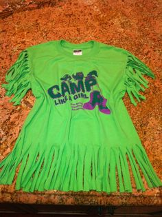 How to Fringe a tee shirt!  Making a too big or bulky looking tshirt look cute.  Fun and easy craft for a retro, vintage tshirt look.  Fringing a tee shirt.