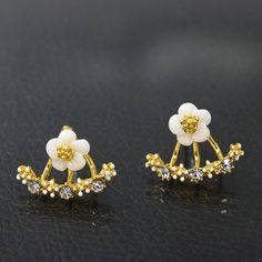2019 New Crystal Flower Stud Earrings for Women Fashion Jewelry Gold Silver Rhinestones Earrings Gift for Party Best Friend Sapphire And Diamond Earrings, Rose Gold Earrings, Rhinestone Earrings, Girls Earrings, Cute Earrings, Vintage Earrings, Fashion Earrings, Fashion Jewelry, Earring Display Stands