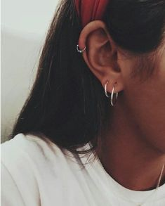 46 Ear Piercings for Women Beautiful and Cute Ideas Ear piercings are always hot! In other words, they can make you look totally different from the rest. Ear piercing is not just limited to the standar… Ear Piercing For Women, Cute Ear Piercings, Ears Piercing, Ear Piercings Helix, Double Ear Piercings, Piercing Chart, Upper Ear Piercing, Helix Piercing Jewelry, Helix Ring