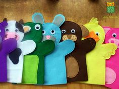 ideku handmade: hand puppets are coming! - - ideku handmade: hand puppets are coming! Felt Puppets, Glove Puppets, Puppets For Kids, Felt Finger Puppets, Homemade Puppets, Animal Hand Puppets, Puppet Making, Operation Christmas Child, Felt Diy