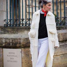 """Le manteau (@ninaricci) y est pour beaucoup, et aussi l'œil du photographe. Mais enfin c'est pure couronne de laurier à fumer que d'avoir été """"chassée"""" par @styledumonde. Je ne me souviens même plus de ce que je regardais, sans doute mon nombril là-bas au loin. It means : have you heard about the magic coat ? You wear it and suddenly you APPEAR. #ninaricci. Thank you, great eye! #fonelleamisça"""