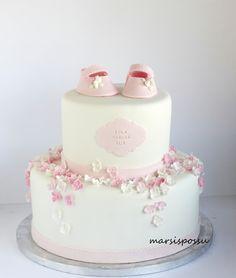 Marsispossu: Ristiäiskakku kukkasin koristeltuna, Christening cake with flowers