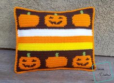 The Smiling Pumpkins Pillow brings together all the classic Halloween images - pumpkins, jack-o-lanterns, and candy corn colors. Spooky Halloween, Halloween Goodies, Halloween Images, Halloween Design, Halloween Crafts, Thanksgiving Crochet, Crochet Fall, Holiday Crochet, Free Crochet