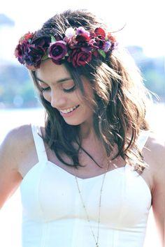 Juliana Schalch. Foto de @mgpphotocine coroa de flores @graciellastarling