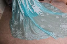 How to make an Elsa cape