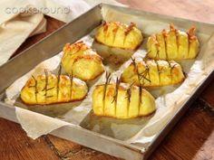 Patate fisarmonica | Cookaround  Video ricetta delle patate a fisarmonica, deliziosa preparazione al forno da arricchire con erbe aromatiche o pomodori, formaggio, speck, lardo ecc...
